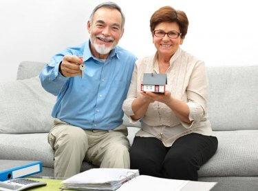 Älteres Ehepaar verkauft erfolgreich ihre Immobilie